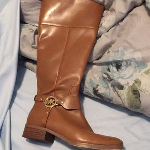 Micheal kore leather flat boots
